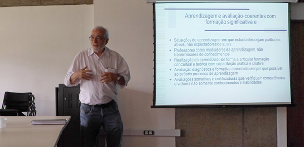 Seminario-apresenta-proposta-curricular-inovadora-voltada-a-estudantes-do-ensino-medio